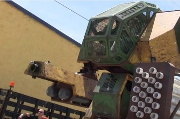 It's USA Vs Japan In a Giant Robot Duel!